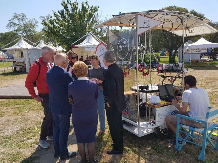 Monsignor Zani visita lo stand di Radio Immaginaria